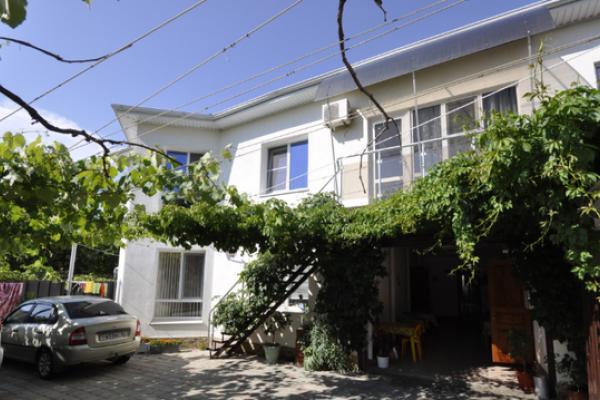 Гостевой дом, улица Короленко, 1Б на 5 номеров - Фотография 1