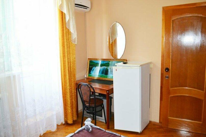 """Гостевой дом """"Уютный дворик"""", Таманская улица, 11Б на 10 комнат - Фотография 13"""