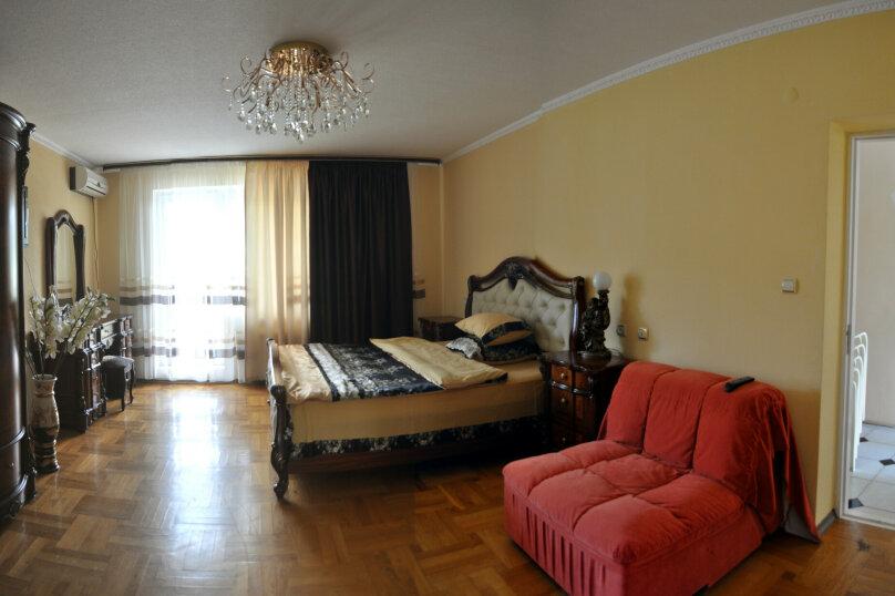 """Гостевой дом """"На Джихана Челеби 15"""", улица Джихана Челеби, 15 на 4 комнаты - Фотография 10"""
