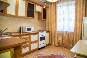 2-комн. квартира, 65 кв.м. на 4 человека, улица Алексеева, 97, Красноярск - Фотография 1