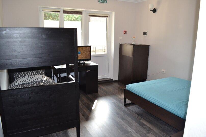 Семейный номер с двухъярусной кроватью, Морская улица, 250, Ейск - Фотография 6