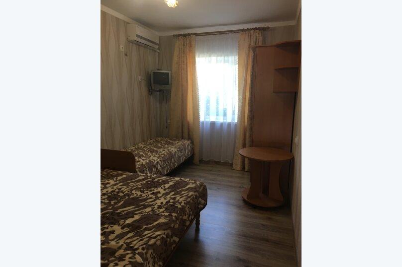 2-3-х местный номер с удобствами на этаже на 2 номера, улица Стамова, 9, Коктебель - Фотография 1