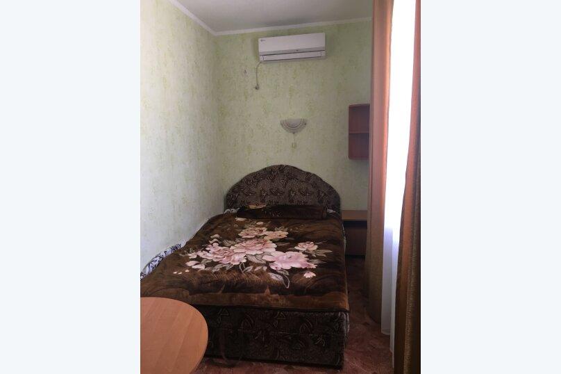 2-х местный номер с 2-спальной кроватью и удобствами на этаже на 2 номера, улица Стамова, 9, Коктебель - Фотография 1