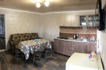 Трёхкомнатный коттедж  на 6-8чел.с кухней-студией со всеми удобствами , 65 кв.м. на 8 человек, 2 спальни, улица Озен Бою, 2 проезд 2, Морское - Фотография 1