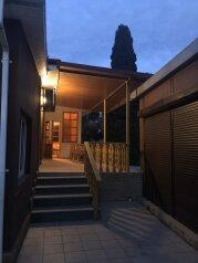 Трёхкомнатный Домик у АLEXA, 130 кв.м. на 6 человек, 3 спальни, улица Подвойского, 5, Гурзуф - Фотография 1