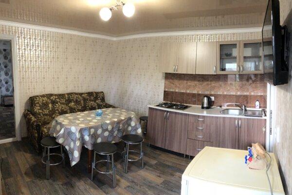 Двухкомнатный коттедж  на 6-8чел.с кухней-студией со всеми удобствами , 65 кв.м. на 8 человек, 2 спальни, улица Озен Бою, 2 проезд 2, Морское - Фотография 1