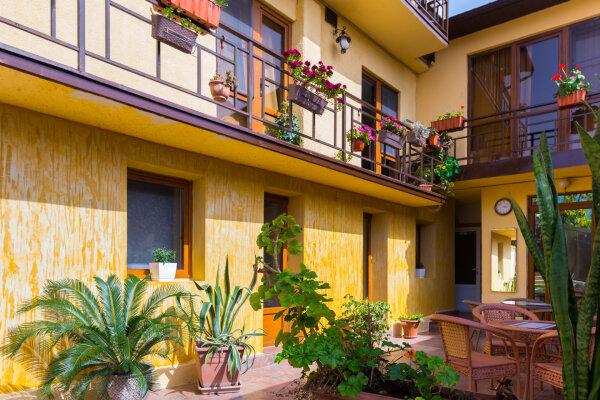 Мини-гостиница, улица Генерала Дбар, 79 на 8 номеров - Фотография 1