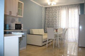 2-комн. квартира, 61 кв.м. на 6 человек, Кожевенная улица, 26, Краснодар - Фотография 1