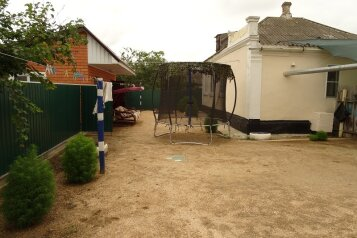 Гостевой дом, 70 кв.м. на 7 человек, 3 спальни, улица Бондаревой, 75, Пересыпь - Фотография 1