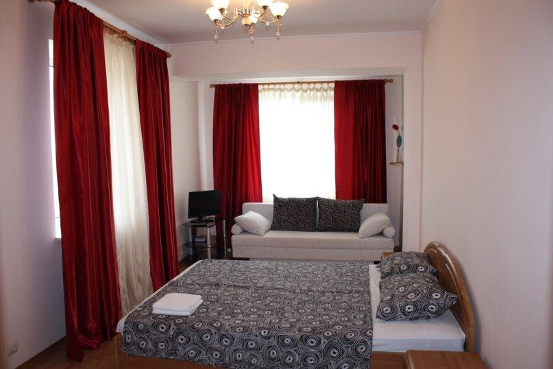3-х этажный частный дом с видом на море и горы, 8 комнат, до 20 человек. ЮБК, 400 кв.м. на 20 человек, 7 спален, Князя Потемкина Таврического, 59, Понизовка - Фотография 21