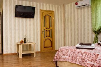 Люкс однокомнатный:  Номер, Люкс, 4-местный, 1-комнатный, Гостевой дом, Приморская, 13 на 32 номера - Фотография 4