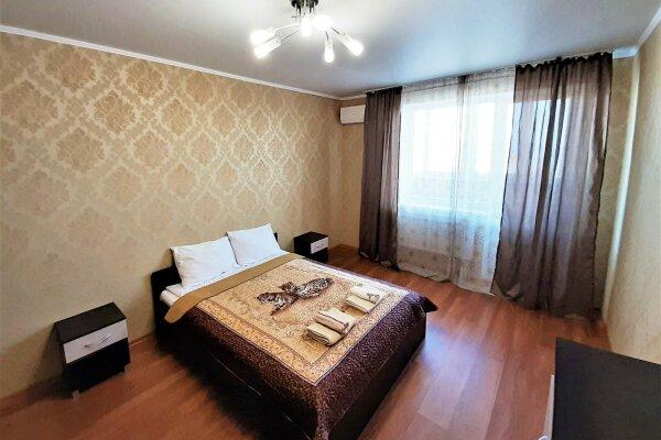2-комн. квартира, 65 кв.м. на 6 человек, проспект Дзержинского, 221, Новороссийск - Фотография 1