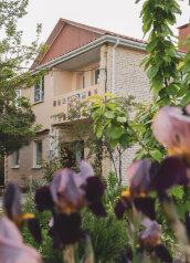 Гостевой дом, мкр Акрополь на 3 номера - Фотография 1