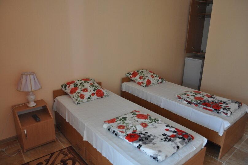 2х местный номер на 2 этаже с 2-мя раздельными кроватями, улица Некрасова, 6, Черноморское - Фотография 1