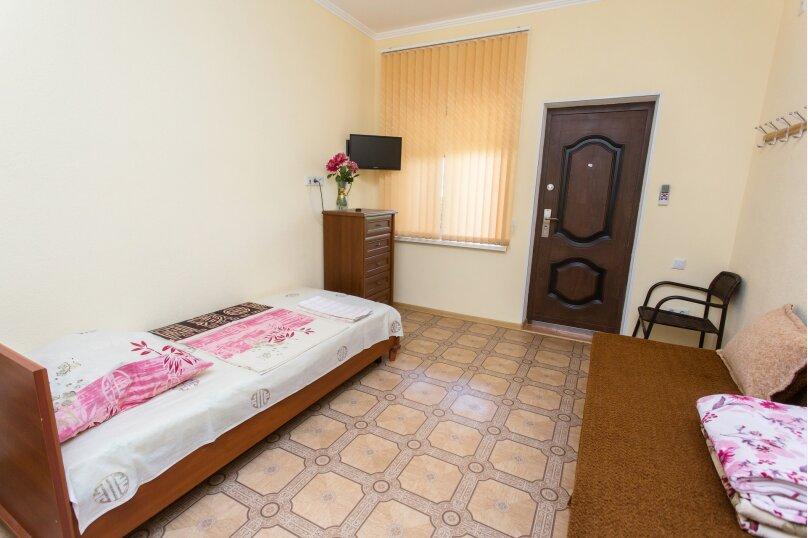 Стандартный двухместный номер с 2 односпальными кроватями,  1-я Балочная улица, 48, поселок Орджоникидзе, Феодосия - Фотография 1