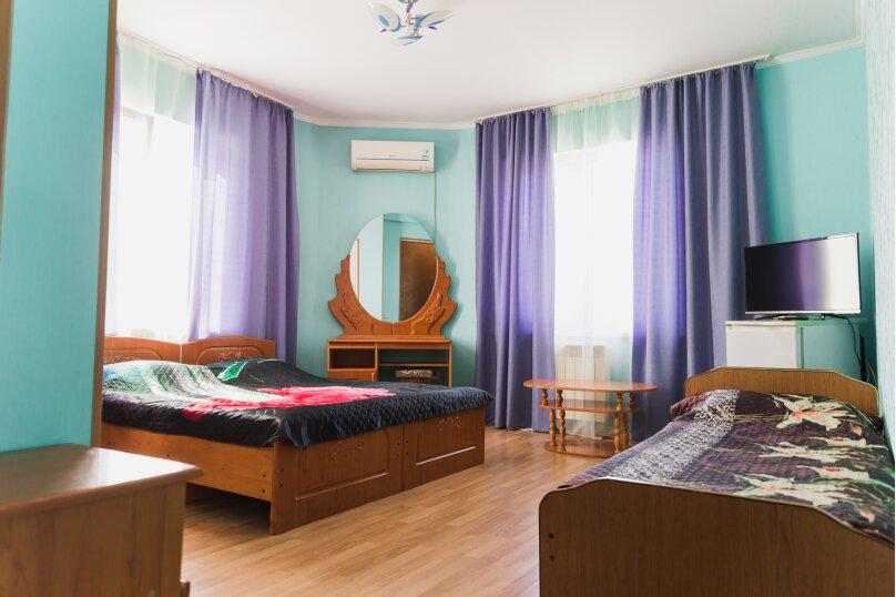 Стандарт трехместный с одной двуспальной и односпальной кроватью, Медовая улица, 24, Адлер - Фотография 1