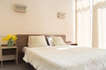 Стандарт с балконом:  Номер, Стандарт, 3-местный (2 основных + 1 доп), 1-комнатный, Отель , улица Ленина, 125Л-М на 49 номеров - Фотография 4
