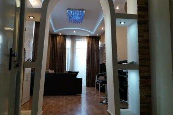 2-комн. квартира, 45 кв.м. на 3 человека, улица 9-го Апреля, Тбилиси - Фотография 1