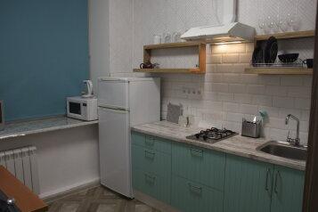 2-комн. квартира, 55 кв.м. на 7 человек, проспект Стачек, 59, Санкт-Петербург - Фотография 1