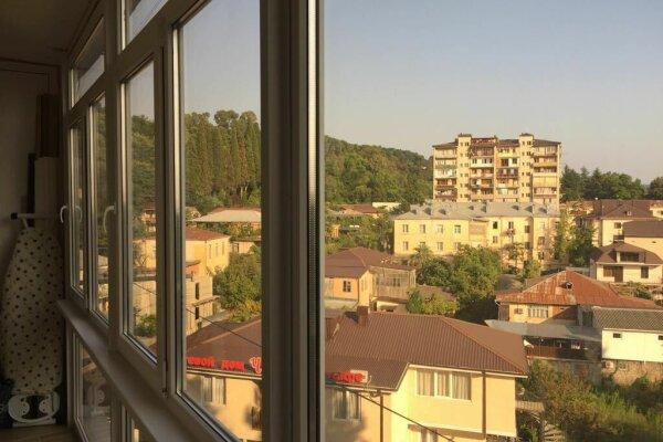1-комн. квартира, 30 кв.м. на 4 человека, улица Акиртава, 38, Сухум - Фотография 1