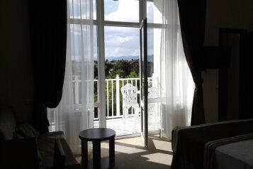Семейный номер с балконом:  Номер, Семейный, 3-местный, 1-комнатный, Отель, Колхозная улица на 15 номеров - Фотография 3
