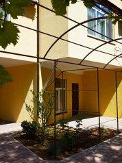 Гостевой дом, переулок Танкистов на 4 номера - Фотография 1