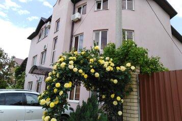 Гостевой дом в начале частного сектора в Витязево, Центральная улица, 1Г на 20 комнат - Фотография 1