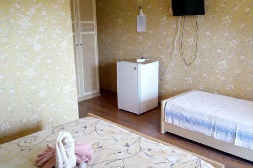 Трехместный с удобствами в номере, улица Лакоба, 27, Гагра - Фотография 1