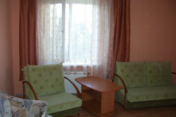 2-комн. квартира, 67 кв.м. на 5 человек, бульвар Старшинова, Феодосия - Фотография 1