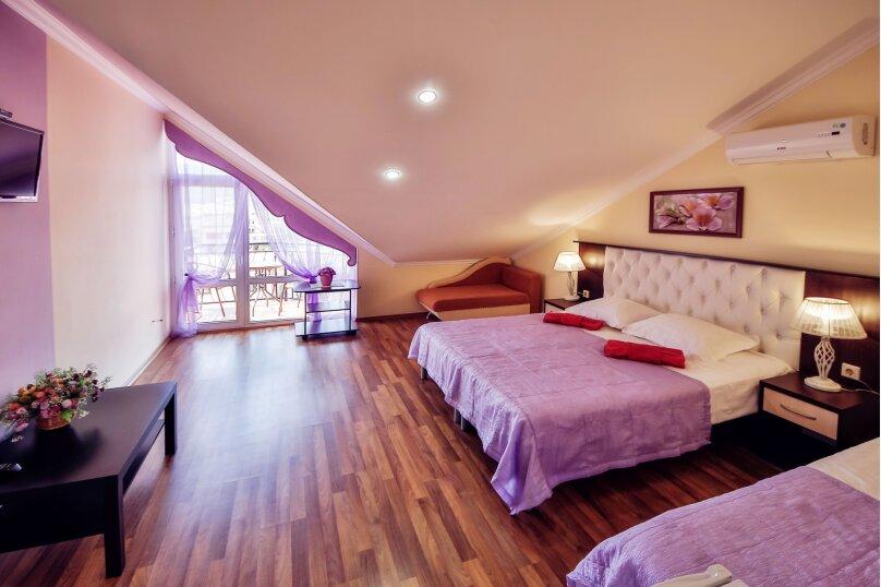 2-х комнатный номер с удобствами и балконом мансарда 4 этаж, Партизанская улица, 58А, Кабардинка - Фотография 1