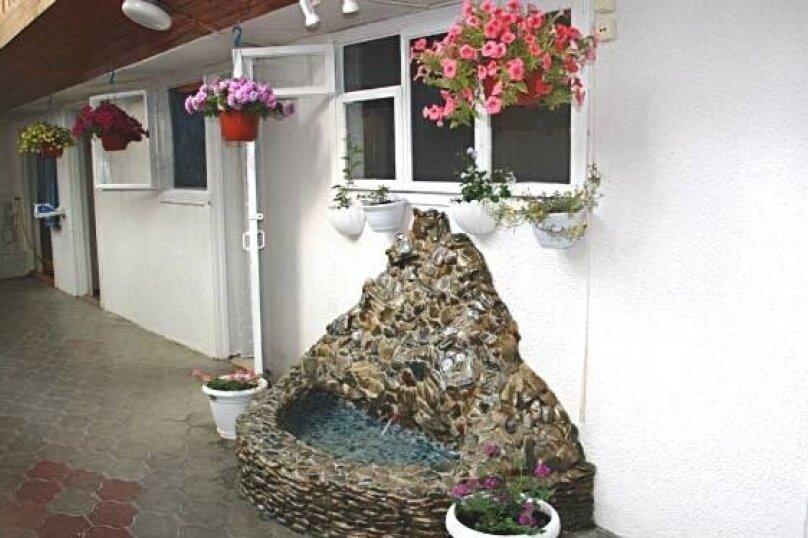"""Гостевой дом """"Бэлла"""", улица Кати Соловьяновой, 87А на 14 комнат - Фотография 1"""