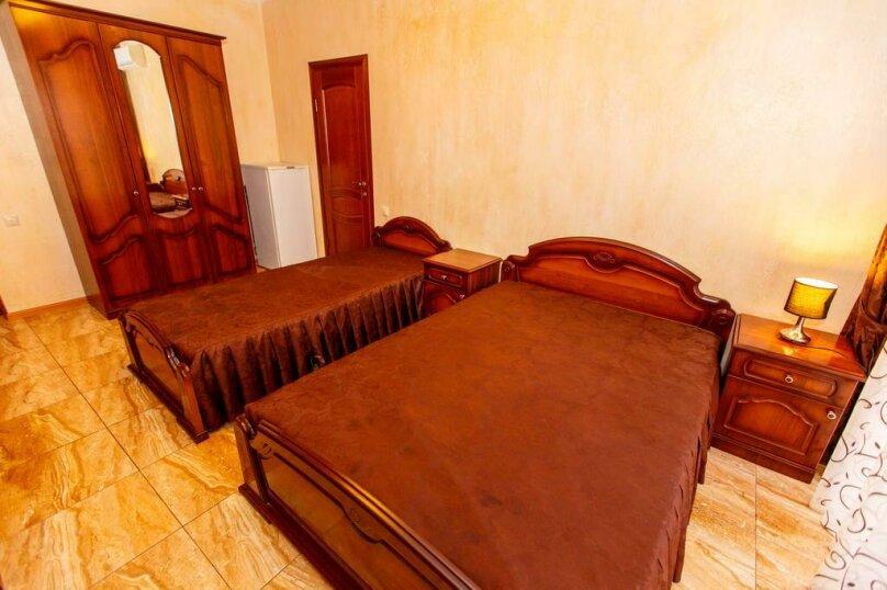 Трехместный номер с собственной ванной комнатой и балконом, Черноморская улица, 1, Дивноморское - Фотография 4