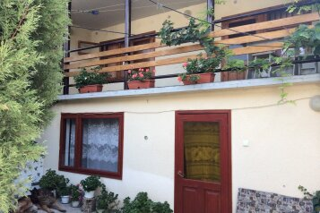 """Гостевой дом """"Зеленый луч"""", улица Бедненко, 10 на 13 комнат - Фотография 1"""
