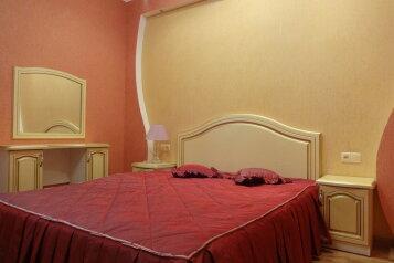 2-комн. квартира, 64.9 кв.м. на 8 человек, Октябрьская улица, 21, Алушта - Фотография 1