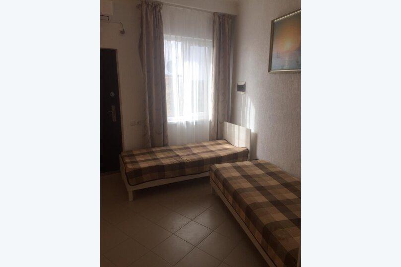 Двухместный номер с 2 односпальными кроватями , улица Ленина, 35Б/90, Алупка - Фотография 1