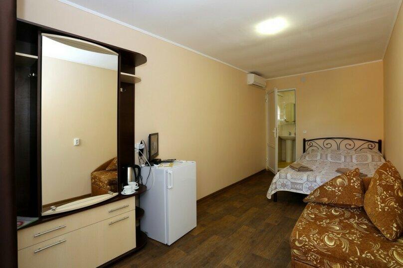 2-местный 1-комнатный (без балкона, над кафе), улица Ленина, 125С, Коктебель - Фотография 1