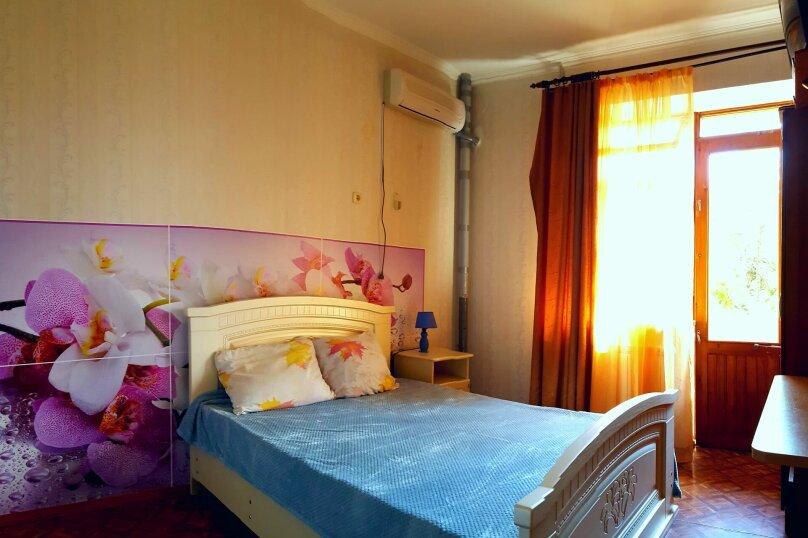 Номер с балконом и собственными удобствами, улица Победы, 141А, Лазаревское - Фотография 1