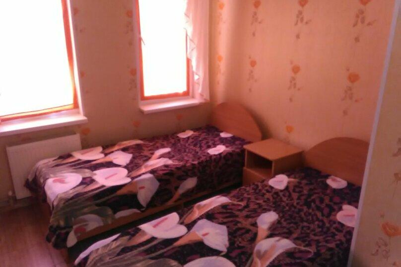Трехместный номер с общей ванной комнатой, Новороссийская улица, 18А, Кабардинка - Фотография 1