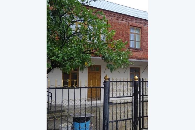 """Гостевой дом """"У Марго"""", улица Адыгаа, 125 на 10 комнат - Фотография 1"""