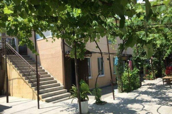 Гостевой дом, улица Гулия, 96 на 5 номеров - Фотография 1