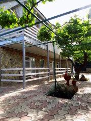 Двухкомнатный двухуровневый домик у самого Черного моря, 60 кв.м. на 6 человек, 2 спальни, улица Ивана Франко, 16, Евпатория - Фотография 1