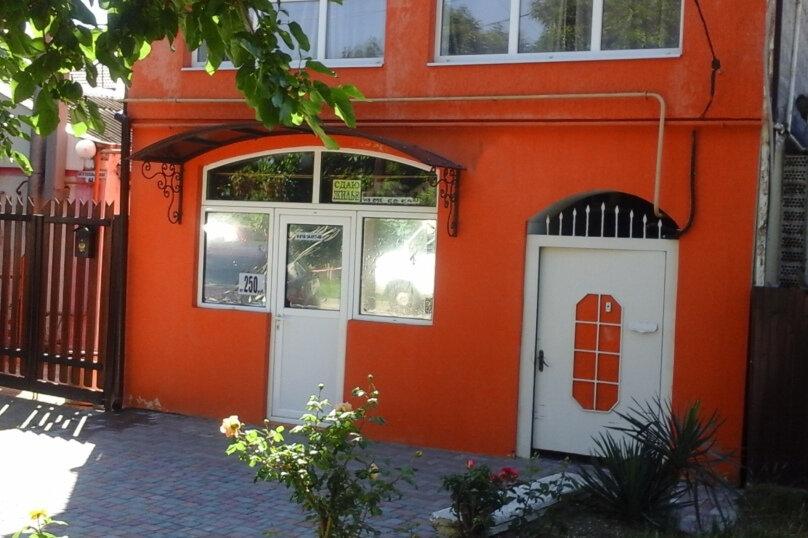 """Гостевой дом """"Мила"""", улица Кати Соловьяновой, 44А на 11 комнат - Фотография 1"""
