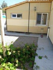 Дом для летнего отдыха для компании 3-8 человек, 72 кв.м. на 8 человек, 2 спальни, улица Павленко, 43А, Черноморское - Фотография 1