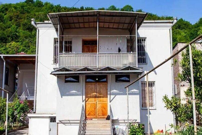 """Гостевой дом """"Дача в Гагре"""", Кабардинская улица, 133 на 4 комнаты - Фотография 2"""