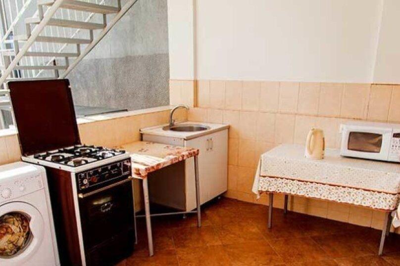 """Гостевой дом """"Дача в Гагре"""", Кабардинская улица, 133 на 4 комнаты - Фотография 8"""