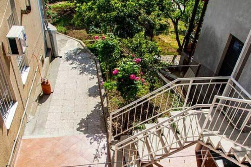 """Гостевой дом """"Дача в Гагре"""", Кабардинская улица, 133 на 4 комнаты - Фотография 9"""