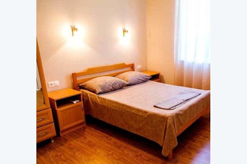 """Гостевой дом """"Дача в Гагре"""", Кабардинская улица, 133 на 4 комнаты - Фотография 12"""