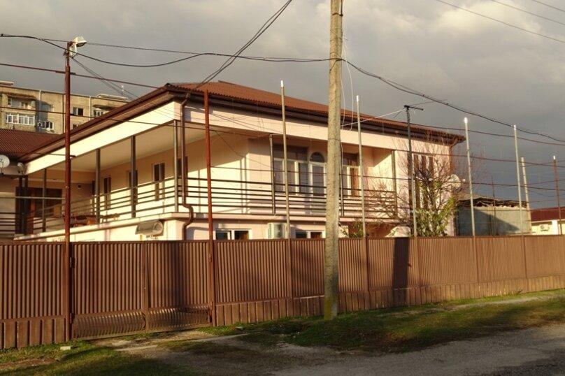 """Гостевой дом """"Киараз"""", Очамчирская улица, 116 на 4 комнаты - Фотография 2"""