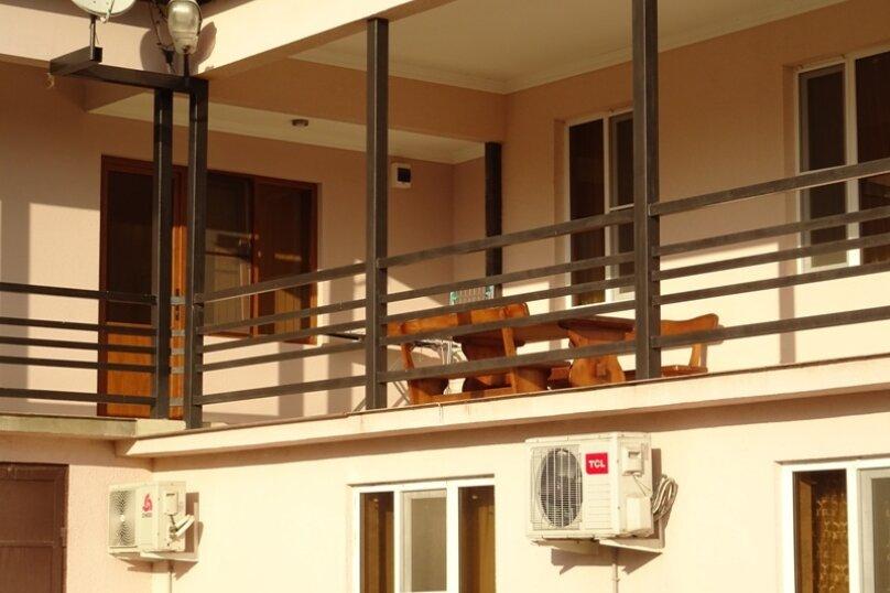 """Гостевой дом """"Киараз"""", Очамчирская улица, 116 на 4 комнаты - Фотография 8"""
