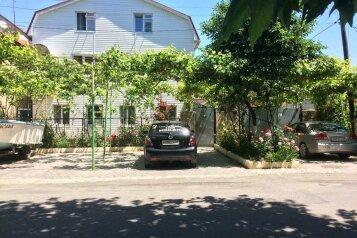 Гостевые номера, Таманская улица, 79 на 7 номеров - Фотография 1